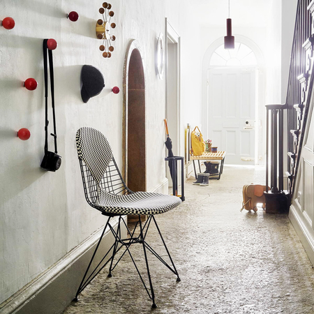 Vitra wire chair dkr 2 bikini hopsak checker gestell flur ambiente
