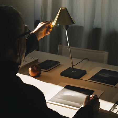 6 gira brass table lamp santacole pic iris humm 1490616766 o3