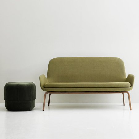 Normann copenhagen era sofa walnuss breeze fusion circus pouf velour situation