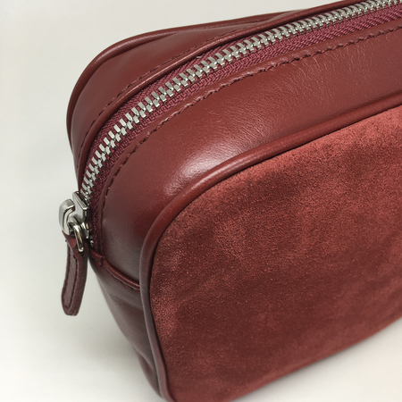 Asr pouch red detail