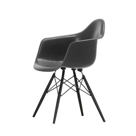 Eames Fiberglass Armchair DAW Vitra