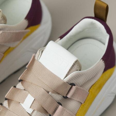 Stetement-Sneaker von 'Closed' in Lychee