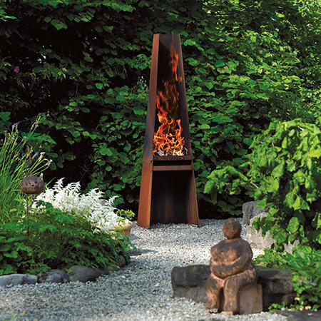 Attika Feuerstelle und Skulptur Gizeh