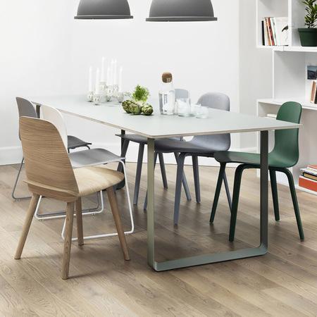 grosser tisch 70 70 von 39 muuto 39. Black Bedroom Furniture Sets. Home Design Ideas