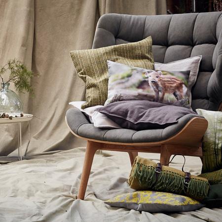 kuschelige decke mit ledergriff. Black Bedroom Furniture Sets. Home Design Ideas