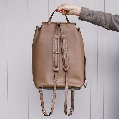 12 yoshiki leder rucksack braun