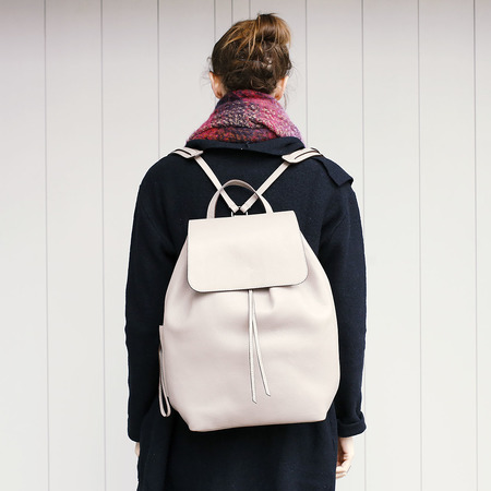 04 yoshiki leder rucksack grau