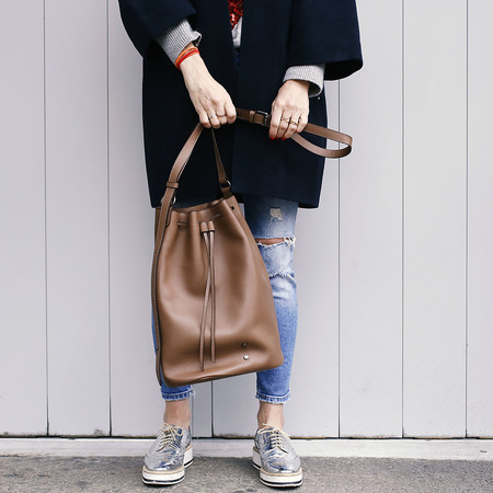 10 yoshiki bucket bag braun