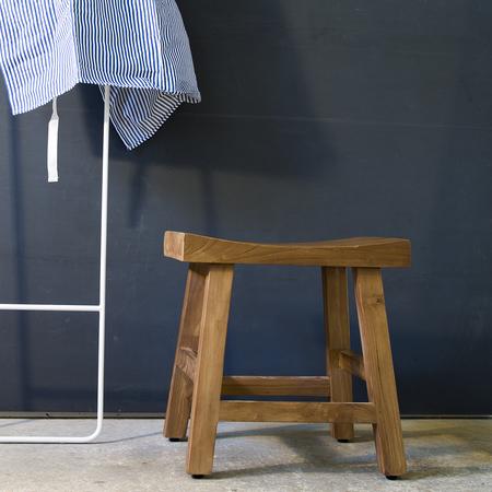 39 sika 39 klassiker urchiger hocker charles. Black Bedroom Furniture Sets. Home Design Ideas