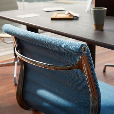 Stuhl Eames Aluminium Chair EA VItra