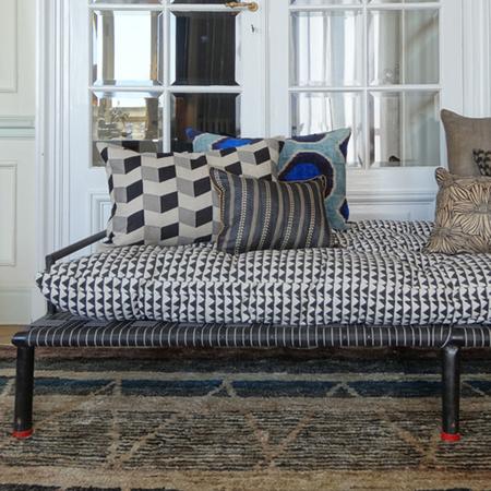 bett bank mit boho charme. Black Bedroom Furniture Sets. Home Design Ideas