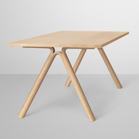 Holztisch 'Split' von Muuto