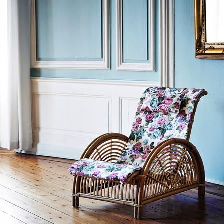 Aj 11 su paris chair with a620 cushion