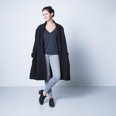 cooler oversize woll mantel schwarz. Black Bedroom Furniture Sets. Home Design Ideas