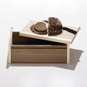 Brotbox mit Schneidebrett