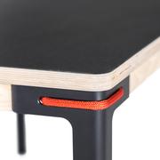 Tisch 'Seiltänzer' mit Linoleum