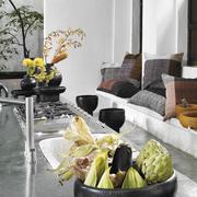 Terrakotta-Schale 'Barro tray' auf einem Fuß
