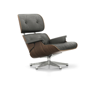 'Eames Lounge Chair' in Nussbaum