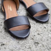 Puristische Sandale 'Isi' in Schwarz