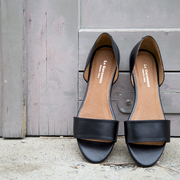Puristische Sandale in Schwarz