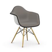 'Eames Plastic Armchair' mit Vollpolster