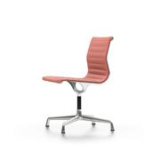 Der 'Eames Aluminium Chair' mit Stoffbezug