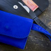 Mini-Geldbörse und Schlüsselkette aus Leder