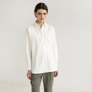 Puristisch: Hemdbluse von 'Elementy Wear'