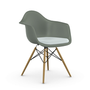 'Eames Plastic Armchair' mit Sitzpolster