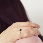 Schöner Ring mit Struktur & Perle