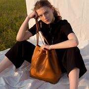 Schönste Bucket Bag von 'Velt'
