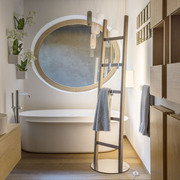 Leiterregal fürs Bad mit Licht