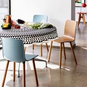 Vitra hal wood stuhl leinentischdecke geometric schwarz ambiente