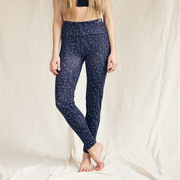 Leggings von 'lola studio x Burning Lights'