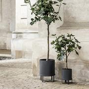 Im Bauhaus-Stil: Pflanzentopf 'Bau'