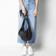 Cool und praktisch: 'Parachute Belly Bag'