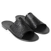 Schwarze Slide-Sandale mit Flechtung