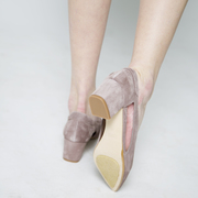 Sommerliche Cutout-Pumps in Taupe
