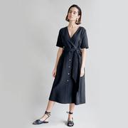 Tolles Kleid mit Knöpfen in Schwarz
