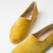 Sommerlicher Loafer in gelbem Wildleder