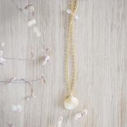Goldenes Collier mit Rosenquarz & Muschel-Anhänger