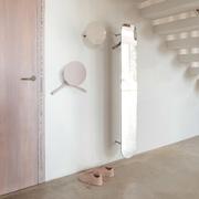 Grosser Wandspiegel mit Garderobe 'Slot'