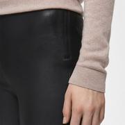 Die perfekte schmale Lederhose