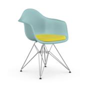 Einzelstück: 'Eames Plastic Armchair' mit Sitzpolster