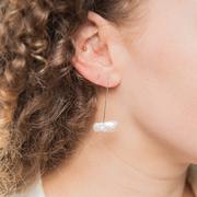 Organische Ohrringe mit  Süsswasserperle