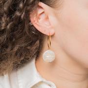 Kreolen-Ohrringe mit Perlenblatt