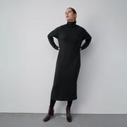 Schwarzes Rollkragen-Kleid von 'Elementy Wear'