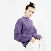 Handgestrickter Lieblingssweater in Violett