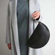 Flache Halbmondtasche von 'alexbender'