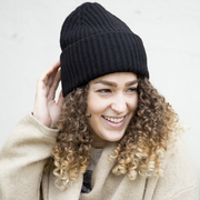 Statement-Ripp-Beanie aus recycleter Wolle